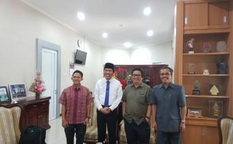 Rektor UNDIP didampingi Wakil Rektor Bidang Riset dan Inovasi Prof .Ambariyanto seusai menerima kunjungan diaspora Prof Vedi Hadiz dari university of Melbourne dan prof Eko Supriyanto dari UTM Malaysia