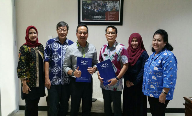 Ketua Umum Kadin Jateng Kukrit SW foto bersama dengan perwakilan Undip. (suaramerdeka.com/dok)