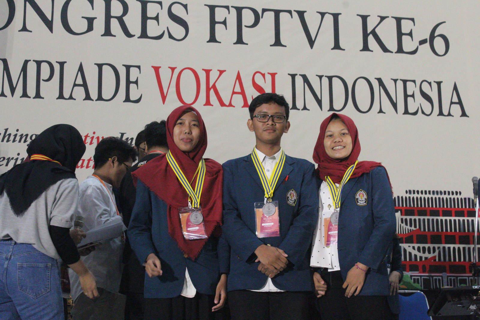 """Ciptakan Inovasi Baru """"SPEKTAKULER"""" Mahasiswa Vokasi Undip Raih Medal Emas Lomba Energi Terbarukan"""