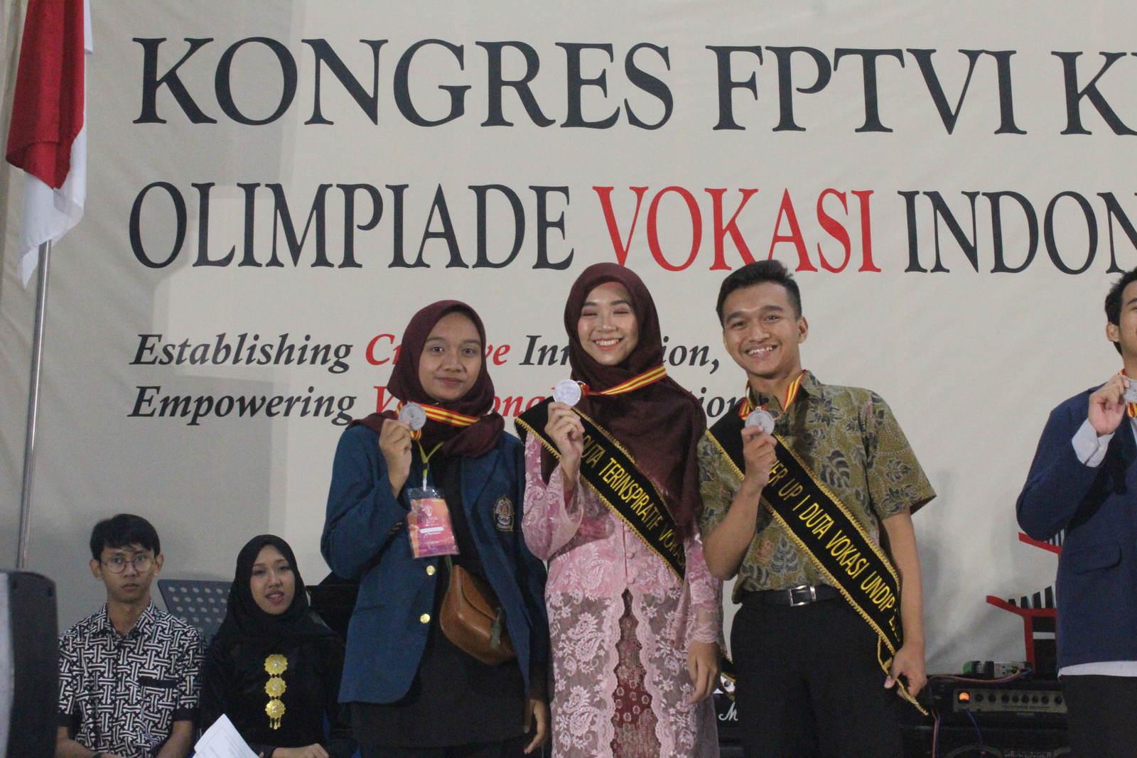 """Mahasiswa Vokasi Undip Sabet Medal Emas Piranti Cerdas, Berkat Inovasi """"Smart Bin"""""""