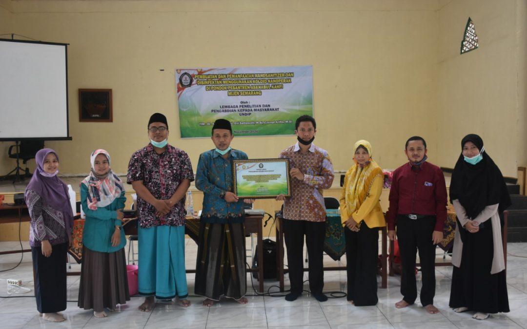 Undip Bagikan Handzanitizer dan Disinfektan ke Ponpes Askhabul Kahfi Semarang