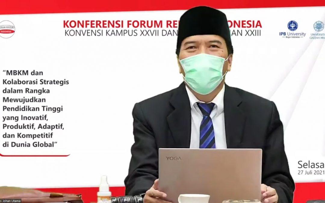 Rektor Undip Selaku Ketua Dewan Penasehat FRI Kukuhkan Rektor UGM sebagai Ketua Forum Rektor Indonesia Periode 2021-2022