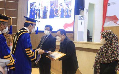 Perayaan Dies Natalis ke-64 UNDIP Diwarnai Pemberian Apresiasi Khusus untuk Civitas Akademika dan Tendik Berprestasi